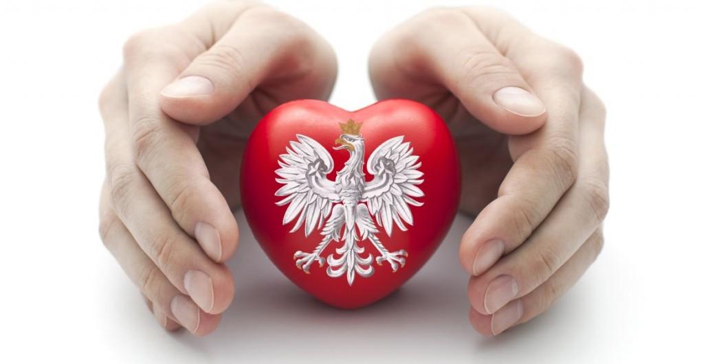 R?ce obejmuj?ce Polski herb na czerwonym sercem